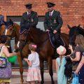 Parada konna służb mundurowych w Manufakturze
