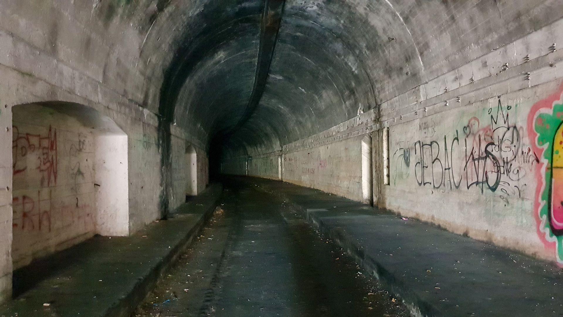 Schron kolejowy we wsi Jeleń