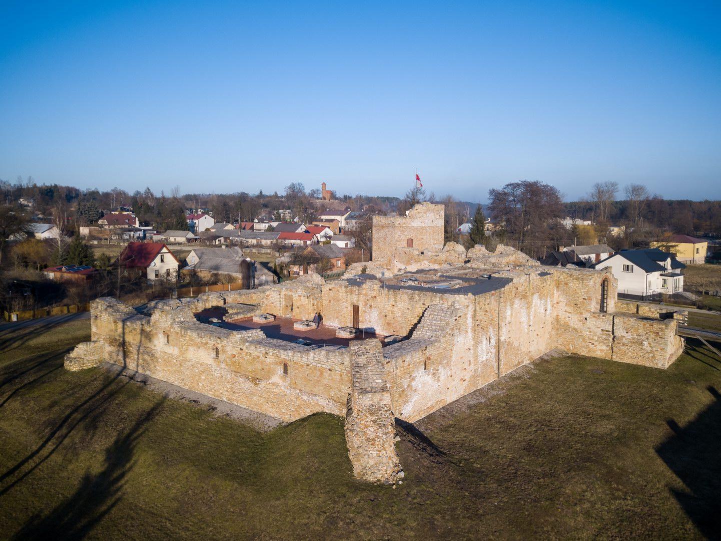 Wycieczka rowerowa do Spały i Inowłodza - Bunkier w Jeleniu, Schron kolejowy we wsi Jeleń